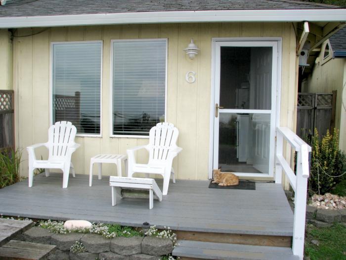 Private Getaway Cabin 6 deck