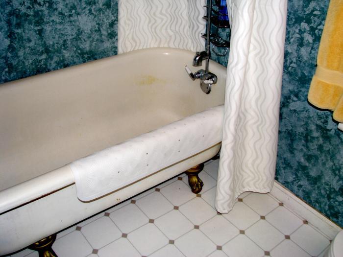 Private Getaway bathroom claw foot bath tub