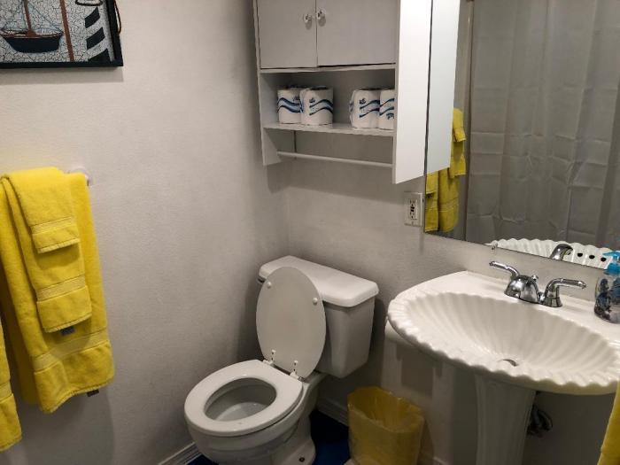 Couple's Retreat bathroom