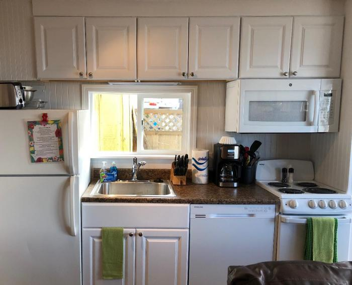 Private Getaway kitchen